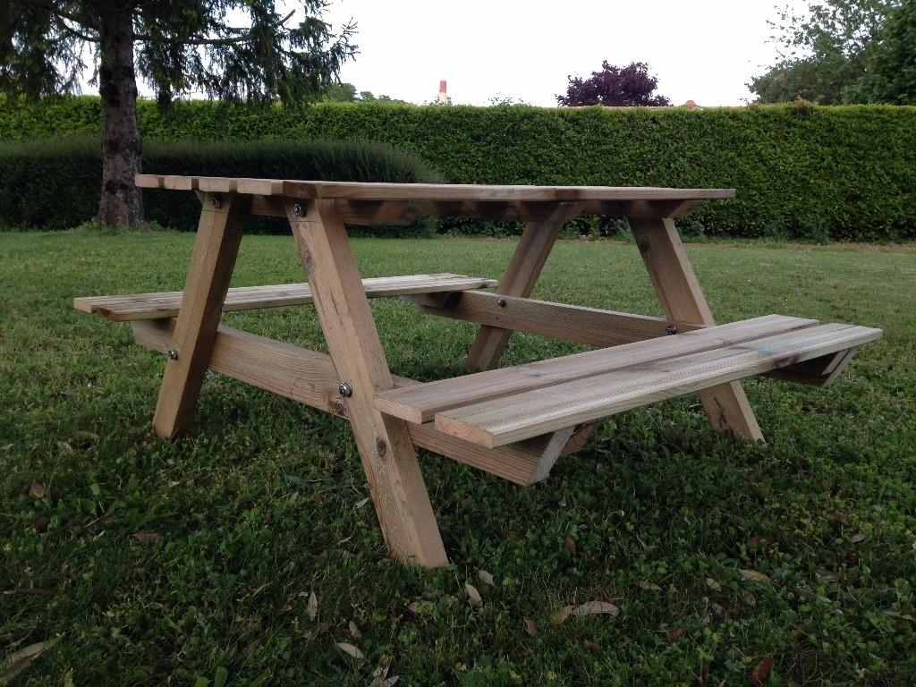 Table de jardin pour enfant par os974 sur l 39 air du bois for Plateau pour table de jardin