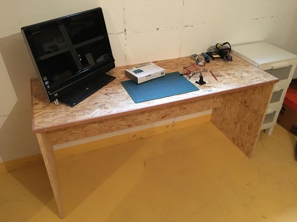 bureau en osb par rigy sur l 39 air du bois. Black Bedroom Furniture Sets. Home Design Ideas