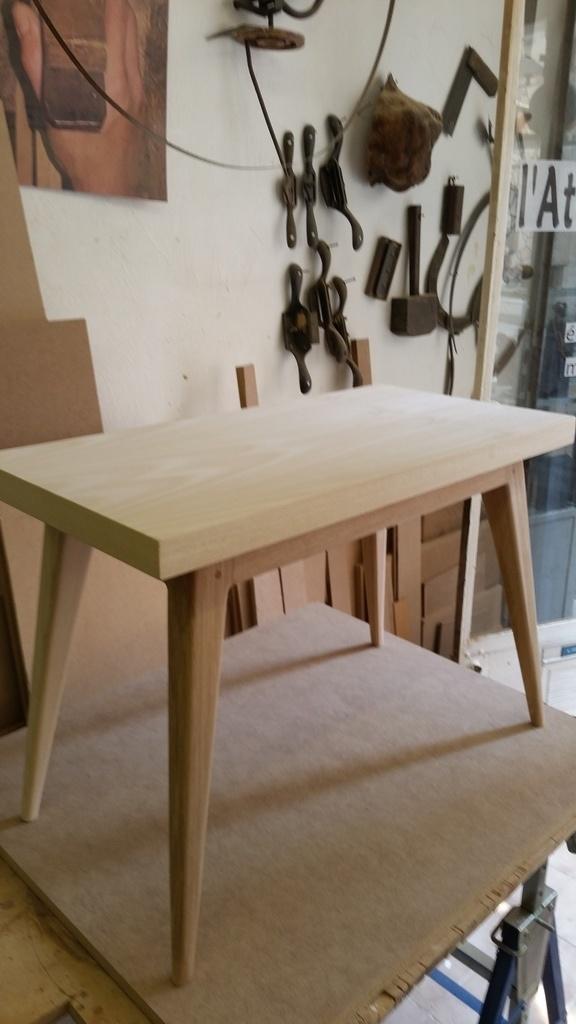 Voici une table basse de style su dois en fr ne massif et Table style suedois