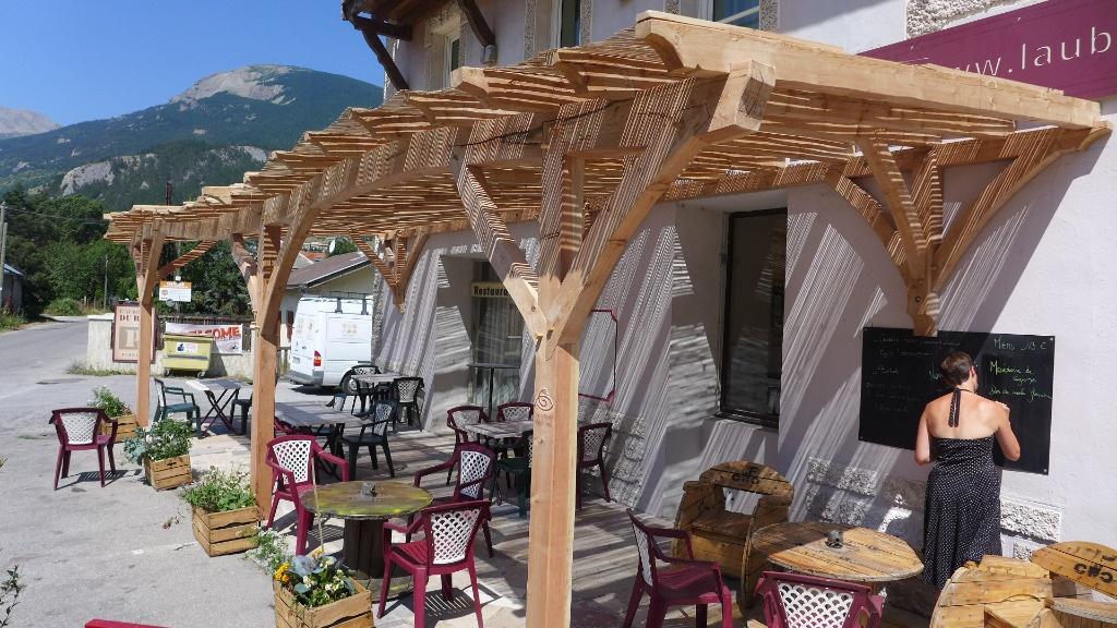 et une petite pergola tordue par lecopeaudansloeil sur l 39 air du bois. Black Bedroom Furniture Sets. Home Design Ideas