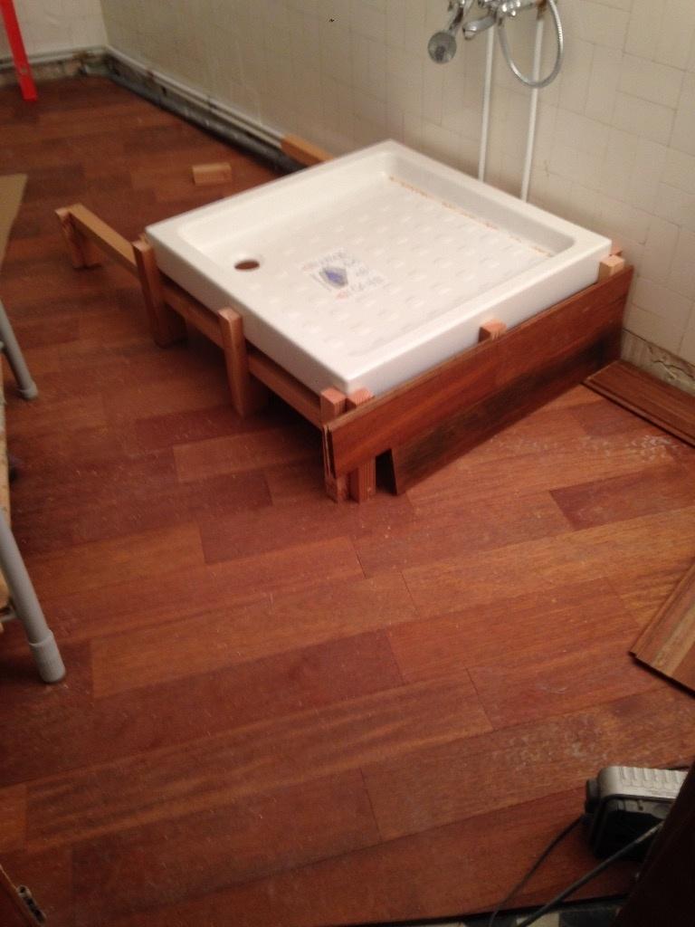 socle bois pour bac douche et sa colonne par mafalda64 sur l 39 air du bois. Black Bedroom Furniture Sets. Home Design Ideas