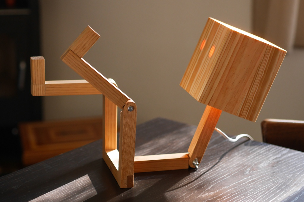 lampe articul e bonhomme par got sur l 39 air du bois. Black Bedroom Furniture Sets. Home Design Ideas