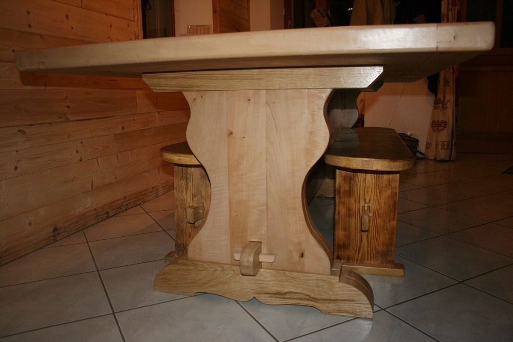 Table Monastere Par Malamute74 Sur L Air Du Bois