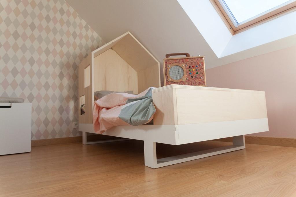 lit enfant avec alc ve par bodysoap sur l 39 air du bois. Black Bedroom Furniture Sets. Home Design Ideas