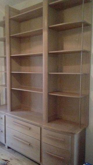 biblioth que en ch ne blanchi par tomailya sur l 39 air du bois. Black Bedroom Furniture Sets. Home Design Ideas