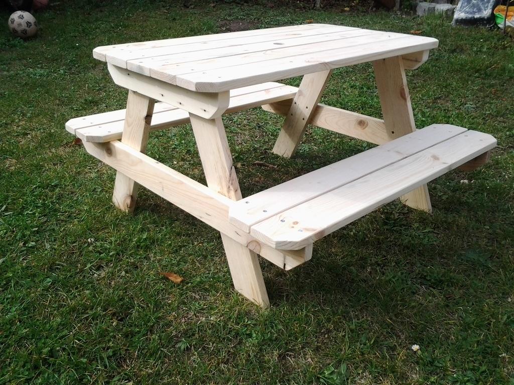 table enfant par stephane68 sur l 39 air du bois. Black Bedroom Furniture Sets. Home Design Ideas