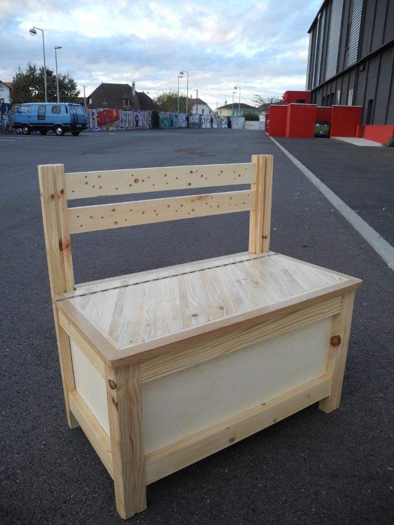 banc coffre par peiot sur l 39 air du bois. Black Bedroom Furniture Sets. Home Design Ideas