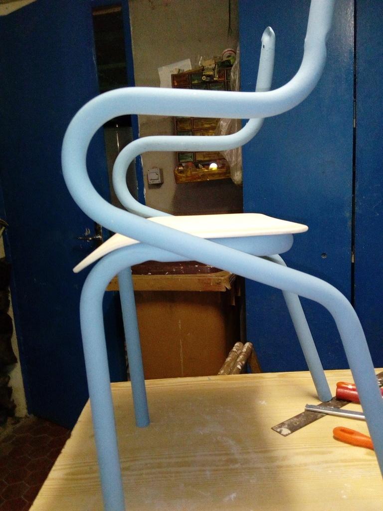 chaise enfant par olivierq sur l 39 air du bois. Black Bedroom Furniture Sets. Home Design Ideas