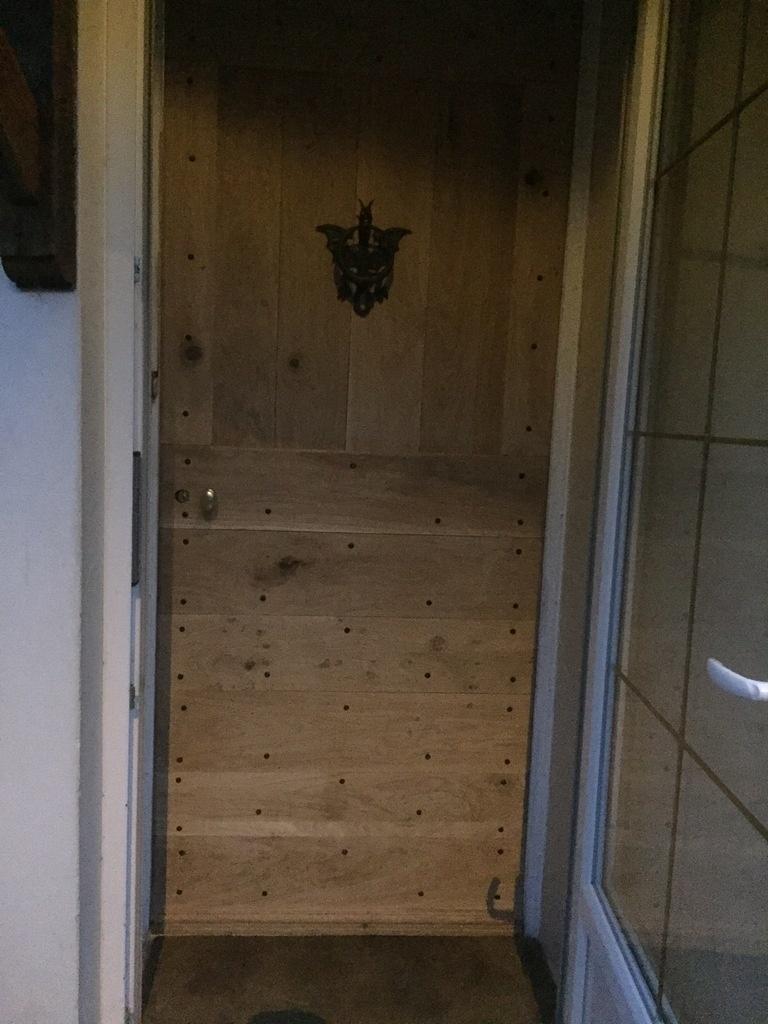 porte d 39 entr e style cochonni re par smaug sur l 39 air du bois. Black Bedroom Furniture Sets. Home Design Ideas