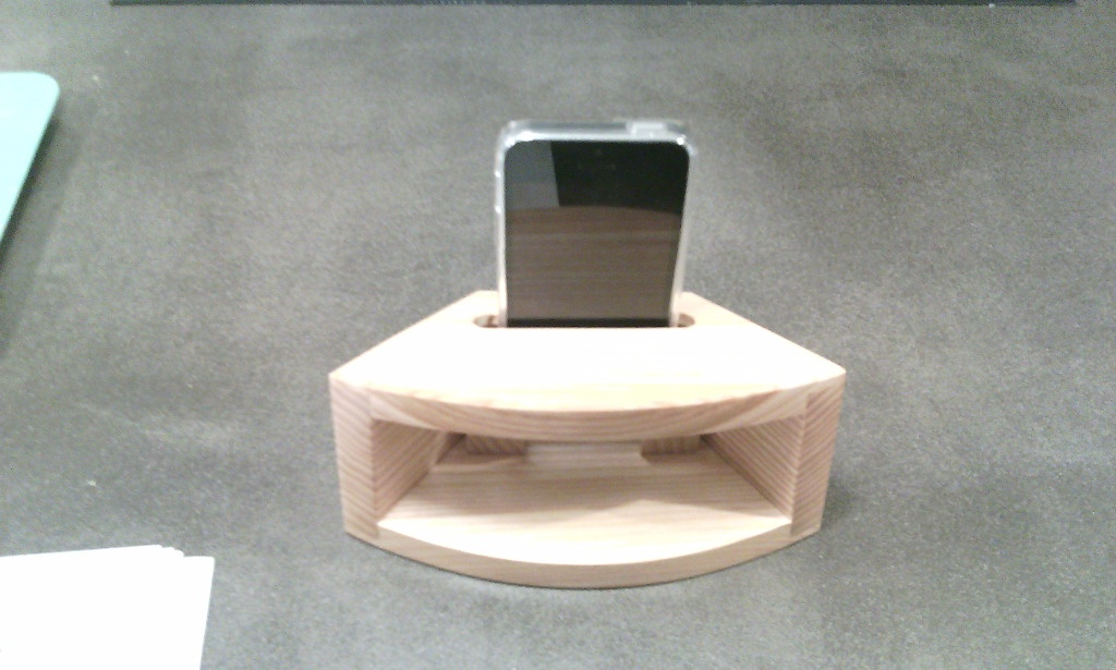 amplificateur de son iphone par bricoconseil sur l 39 air du bois. Black Bedroom Furniture Sets. Home Design Ideas