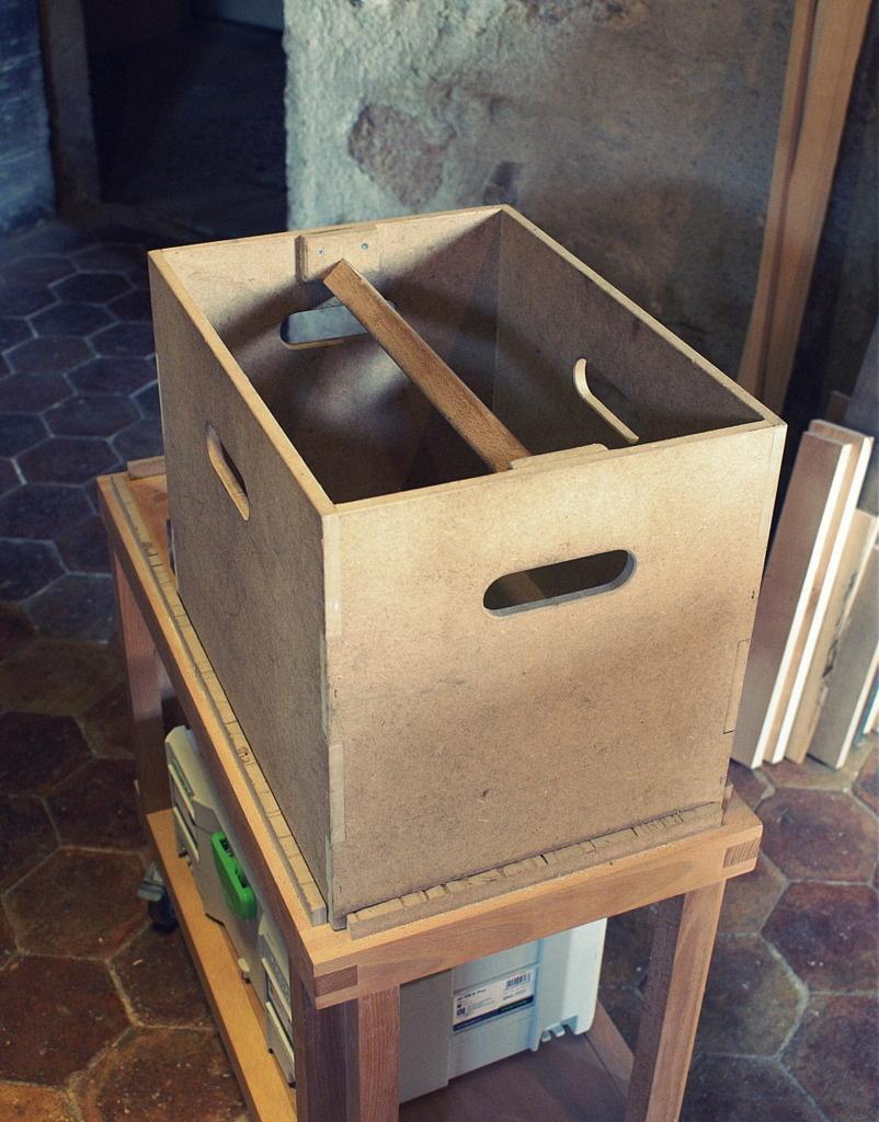 Caisseà outils par Zeloko sur L'Air du Bois # Caisse À Outils Bois