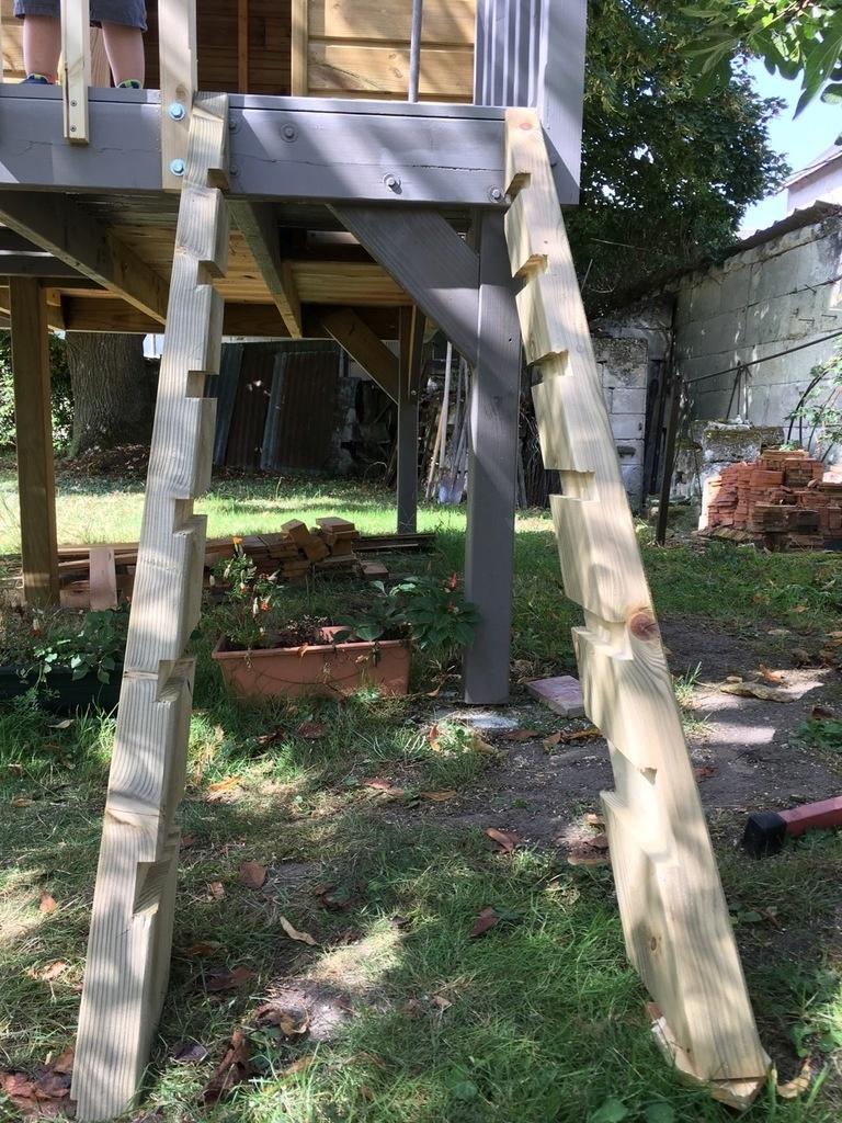 cabane en bois enfant extérieur