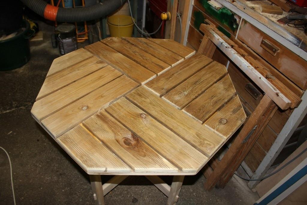 Petite table de jardin par Bricolo36 sur L\'Air du Bois