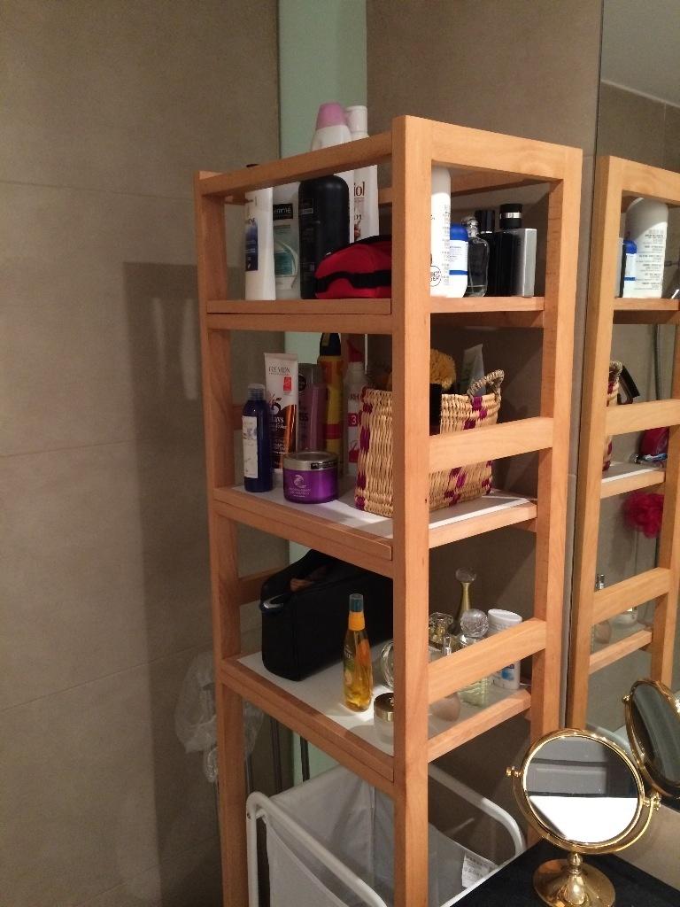 Petit meuble haut de salle de bain par kingcross sur l 39 air for Petit meuble salle de bain en bois
