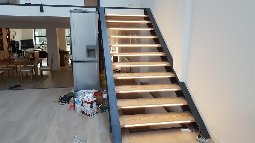 mise en lumi re d 39 un escalier industriel par schijfke sur l 39 air du bois. Black Bedroom Furniture Sets. Home Design Ideas