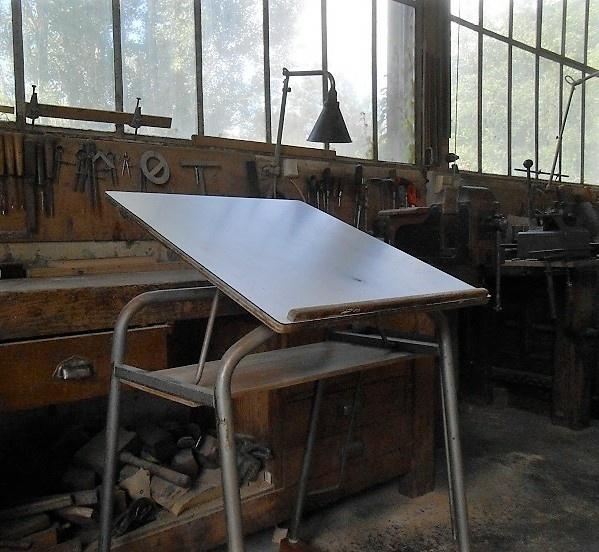 ancienne table dessin relook e par kentaro sur l 39 air du bois. Black Bedroom Furniture Sets. Home Design Ideas