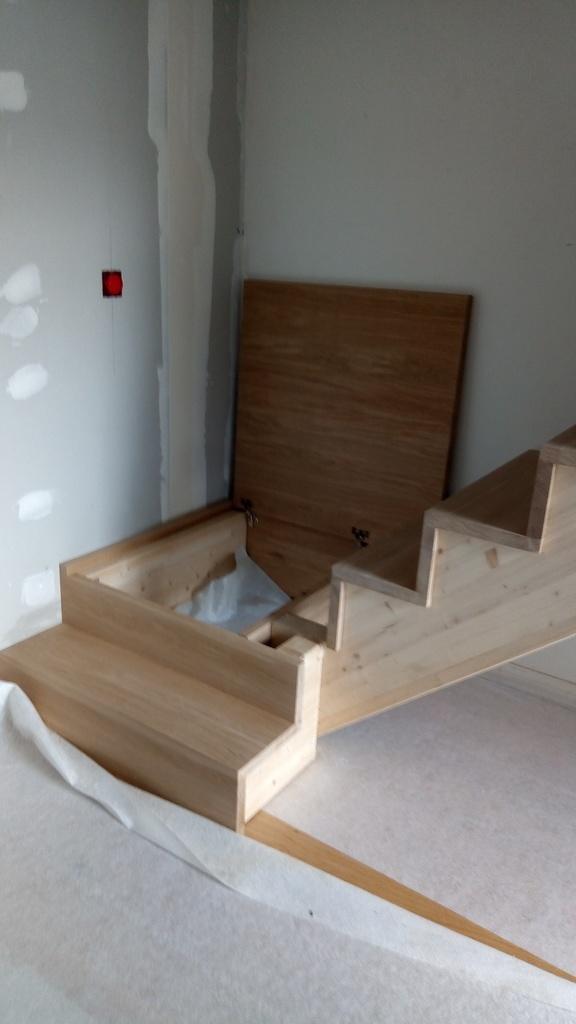escalier avec coffre sous palier par stefchrys sur l 39 air. Black Bedroom Furniture Sets. Home Design Ideas