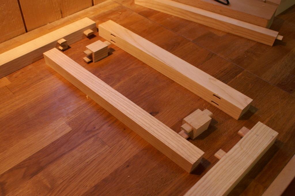 Pas pas fabrication d 39 une table basse en fr ne teint for Largeur d une table