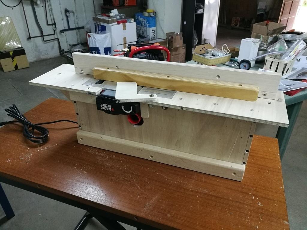 fabrication d 39 un meuble pour rabot lectrique par michel3874 sur l 39 air du bois. Black Bedroom Furniture Sets. Home Design Ideas