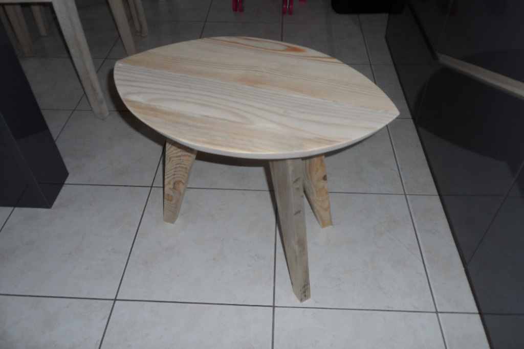 Table d 39 appoint 3 pieds par builtdestroy sur l 39 air du bois for Table 3 pieds