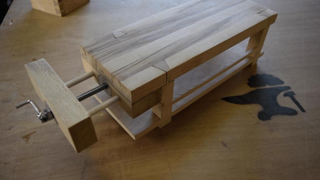 plan mini tabli de maqueterie en bois massif par built for fun sur l 39 air du bois. Black Bedroom Furniture Sets. Home Design Ideas