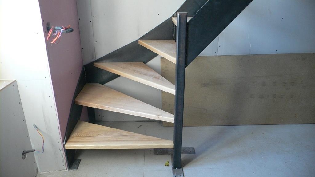 Petit escalier bois m tal par bangar sur l 39 air du bois for Petit escalier 4 marches