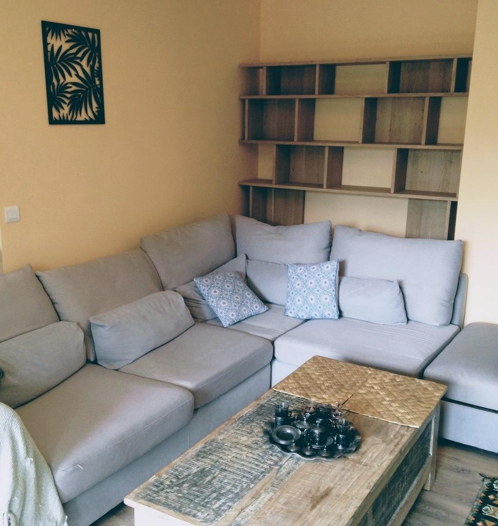 une biblioth que derri re un canap par boris beaulant sur l 39 air du bois. Black Bedroom Furniture Sets. Home Design Ideas