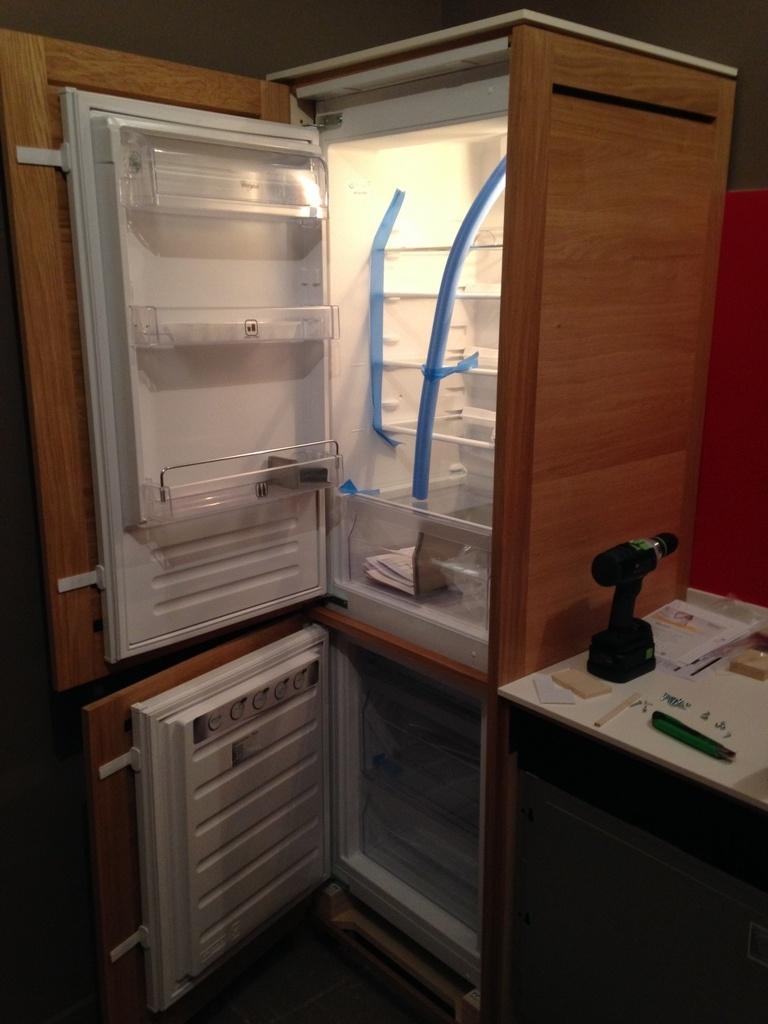question projet cuisine avec frigo encastrable par seb974 sur l 39 air du bois. Black Bedroom Furniture Sets. Home Design Ideas