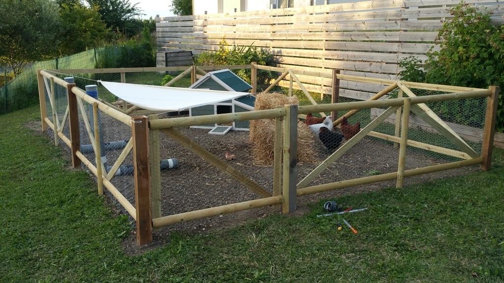 Enclos poulailler par clem7135 sur l 39 air du bois - Maison pour les poules ...
