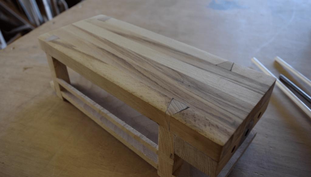 mini tabli de maqueterie en bois massif par built for fun sur l 39 air du bois. Black Bedroom Furniture Sets. Home Design Ideas