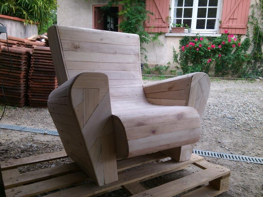 Fauteuil club en bois de palettes par toniocreationbois - Fabriquer un fauteuil en palette ...