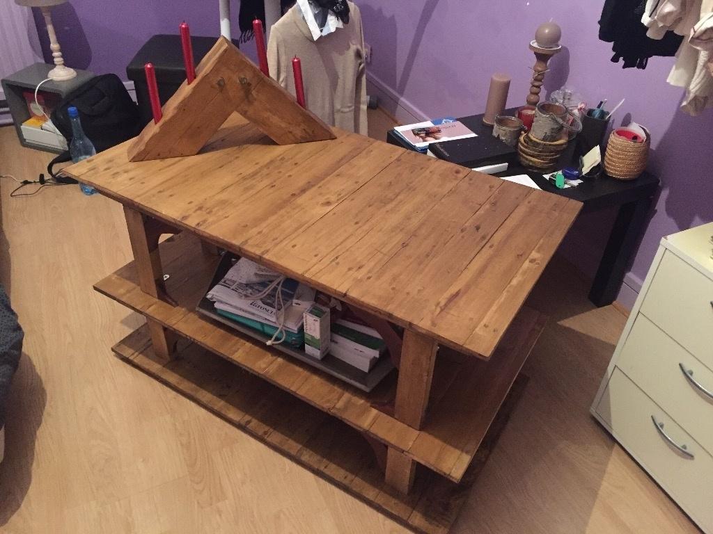 petite table en bois de palette par timax sur l 39 air du bois. Black Bedroom Furniture Sets. Home Design Ideas