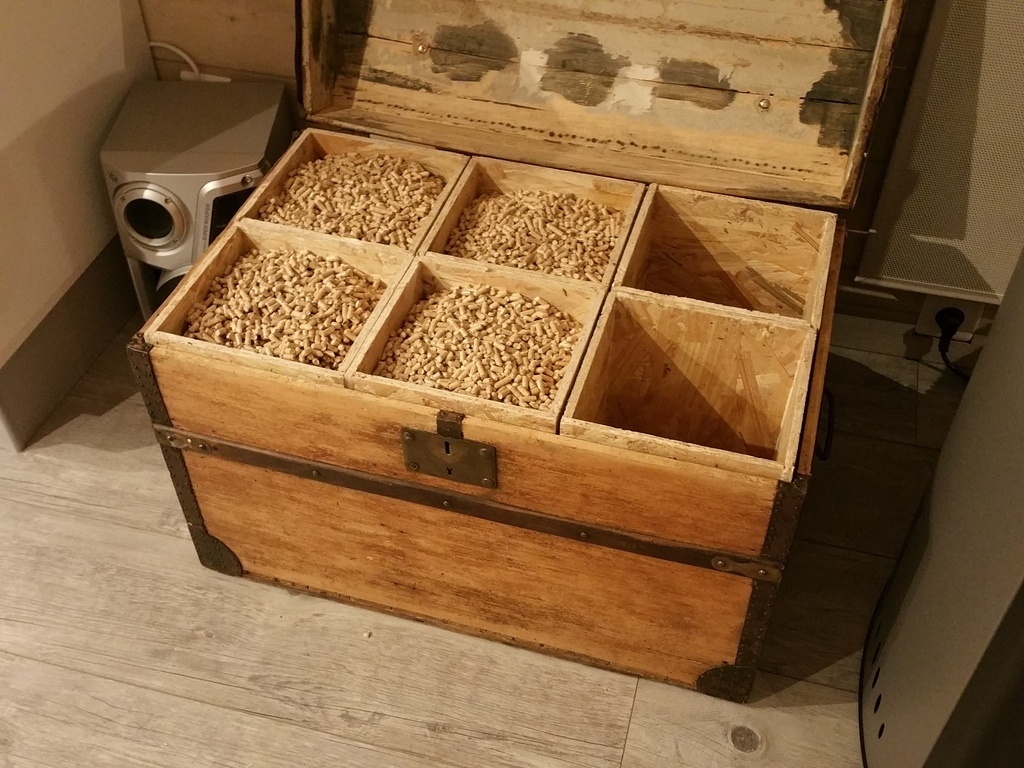 Coffre a pellet par clem7135 sur l 39 air du bois for Stockage granules de bois