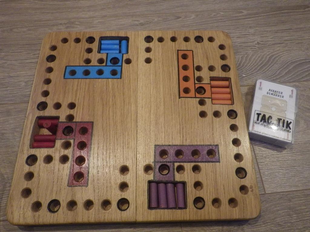 tac tik le jeu pour 8 personnes par groliviande sur l 39 air du bois. Black Bedroom Furniture Sets. Home Design Ideas