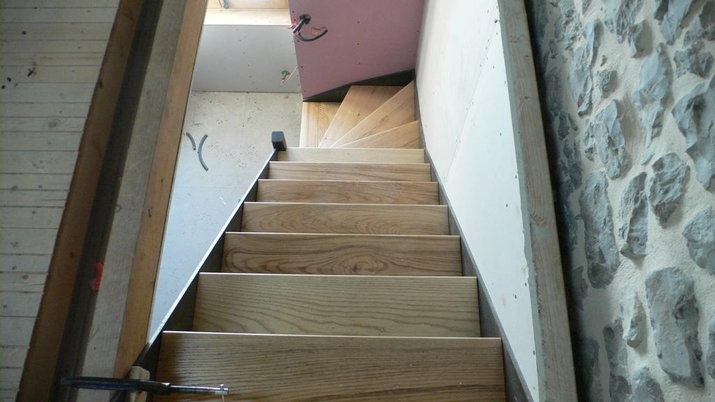 petit escalier bois m tal par bangar sur l 39 air du bois. Black Bedroom Furniture Sets. Home Design Ideas