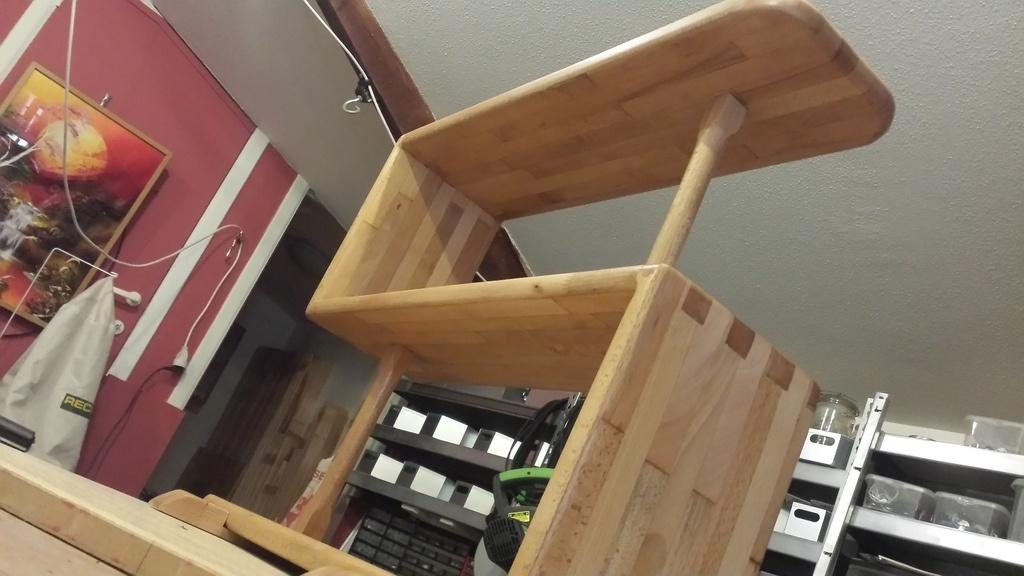 petit meuble pour le salon par vic66 sur l 39 air du bois. Black Bedroom Furniture Sets. Home Design Ideas