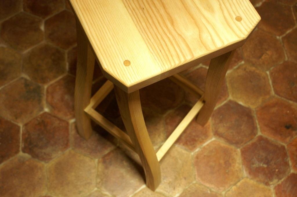pas pas fabrication d 39 un tabouret de bar par zeloko sur l 39 air du bois. Black Bedroom Furniture Sets. Home Design Ideas