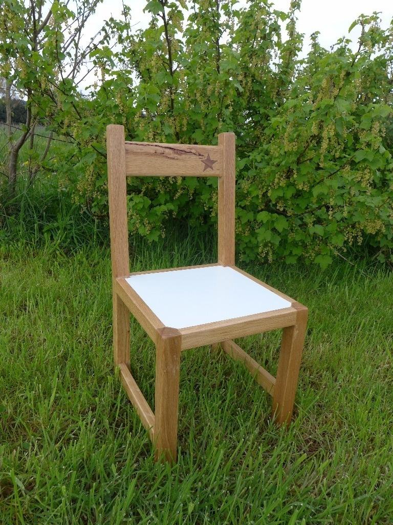 table et chaise pour enfant par jul sur l 39 air du bois. Black Bedroom Furniture Sets. Home Design Ideas