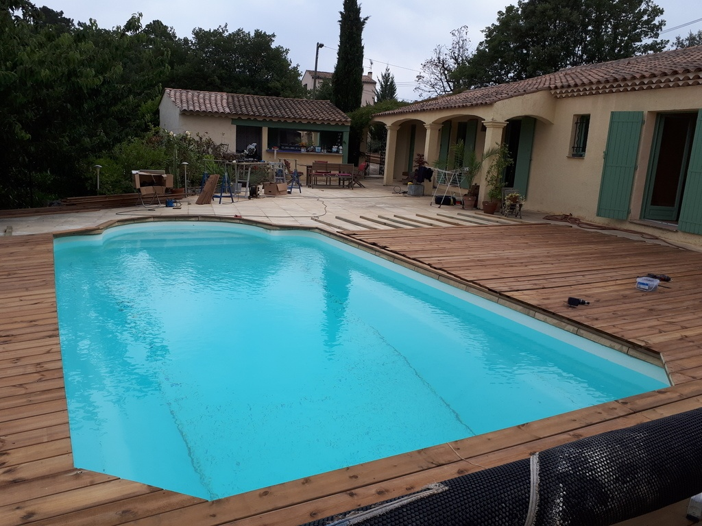 Fabrication d 39 une terrasse et habillage contour piscine en for Habillage piscine