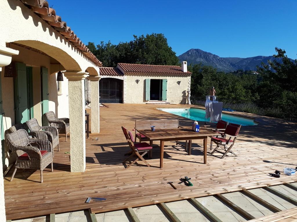 fabrication d 39 une terrasse et habillage contour piscine en nord blanc auto clave de 300 m2 par. Black Bedroom Furniture Sets. Home Design Ideas