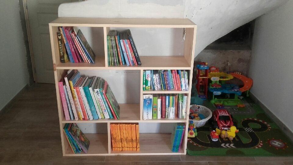 petite biblioth que pin par hubellier sur l 39 air du bois. Black Bedroom Furniture Sets. Home Design Ideas