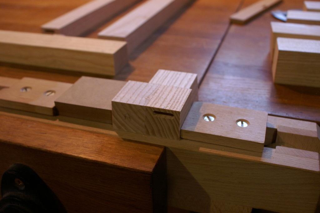 pas pas fabrication d 39 une table basse en fr ne teint noir fabrication du plateau par. Black Bedroom Furniture Sets. Home Design Ideas