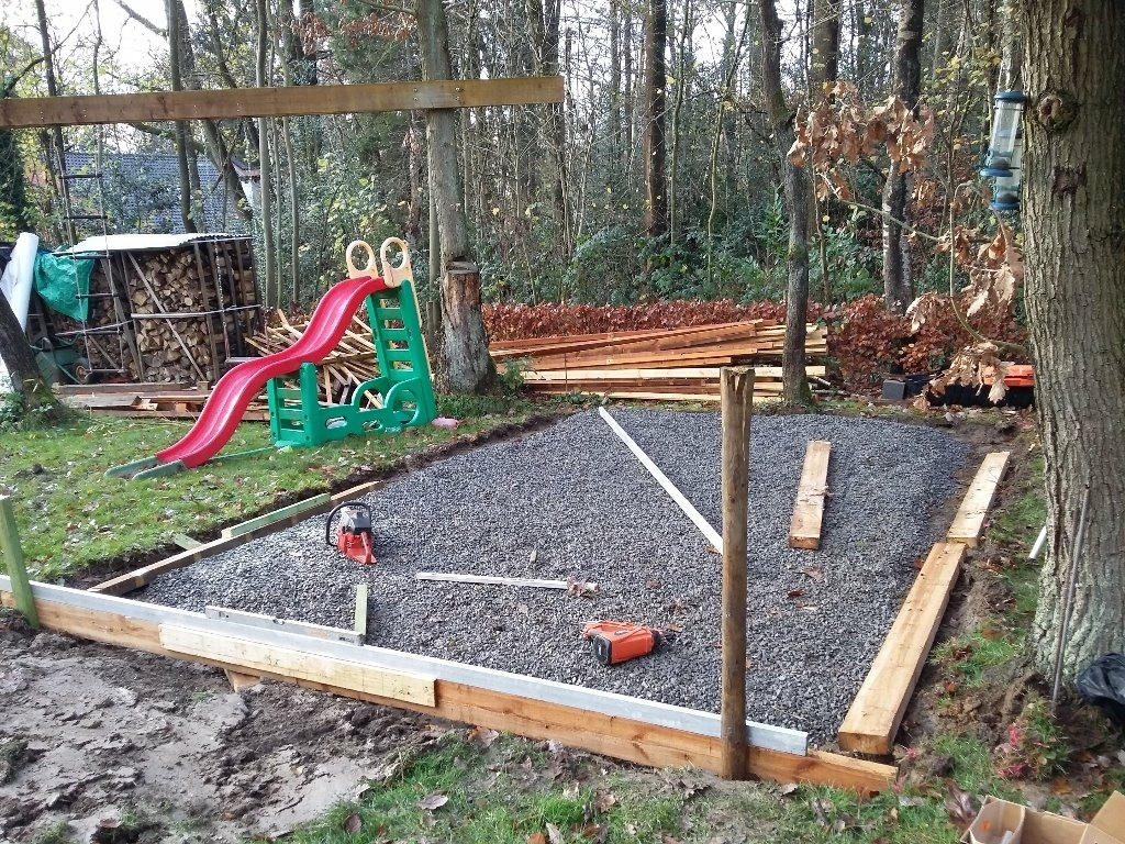 L 39 abris de jardin par amiducheval sur l 39 air du bois for Aire jardin des causses du lot
