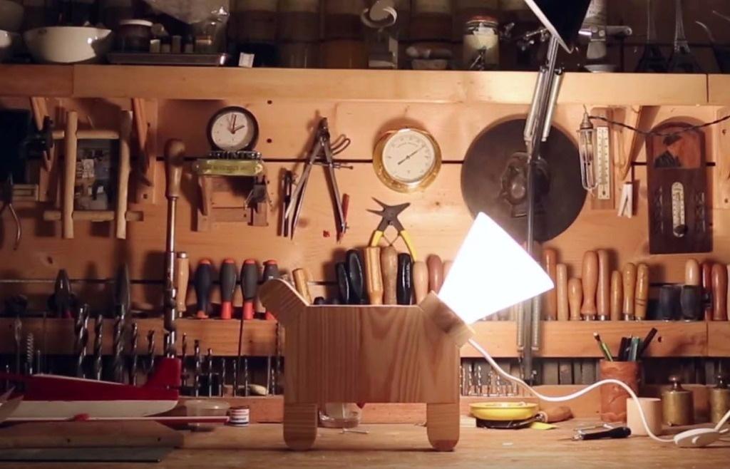 pas pas lampe chien par lafabriquediy sur l 39 air du bois. Black Bedroom Furniture Sets. Home Design Ideas
