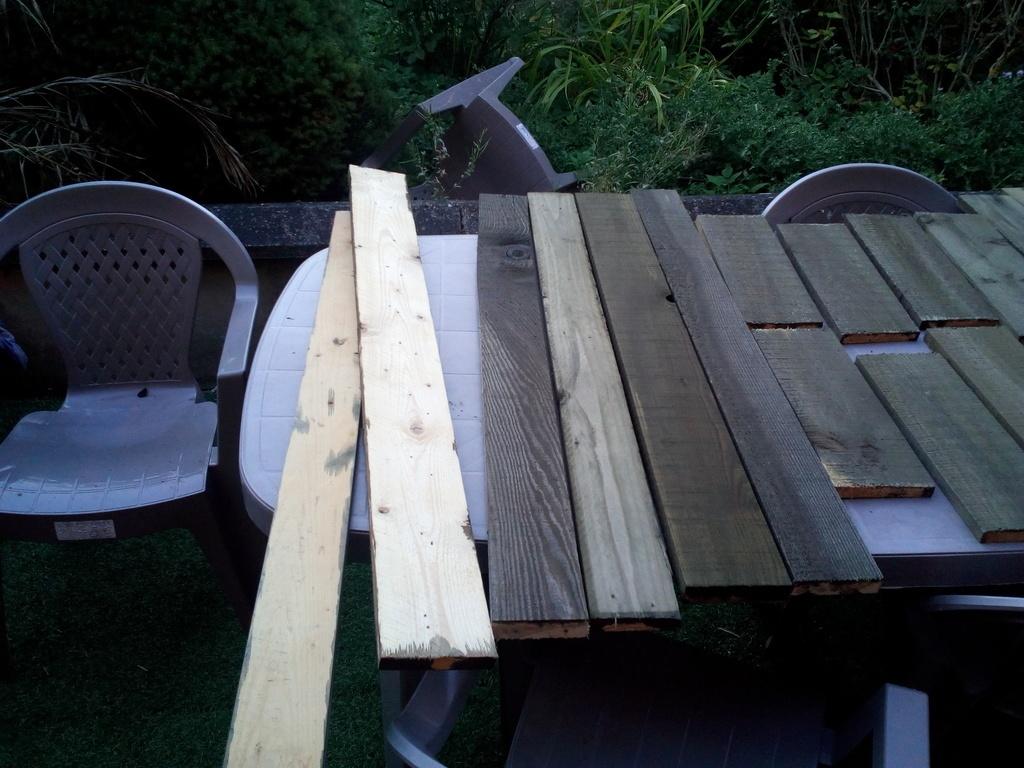 habillage mur bois de palette par woodandcrafts sur l 39 air du bois. Black Bedroom Furniture Sets. Home Design Ideas