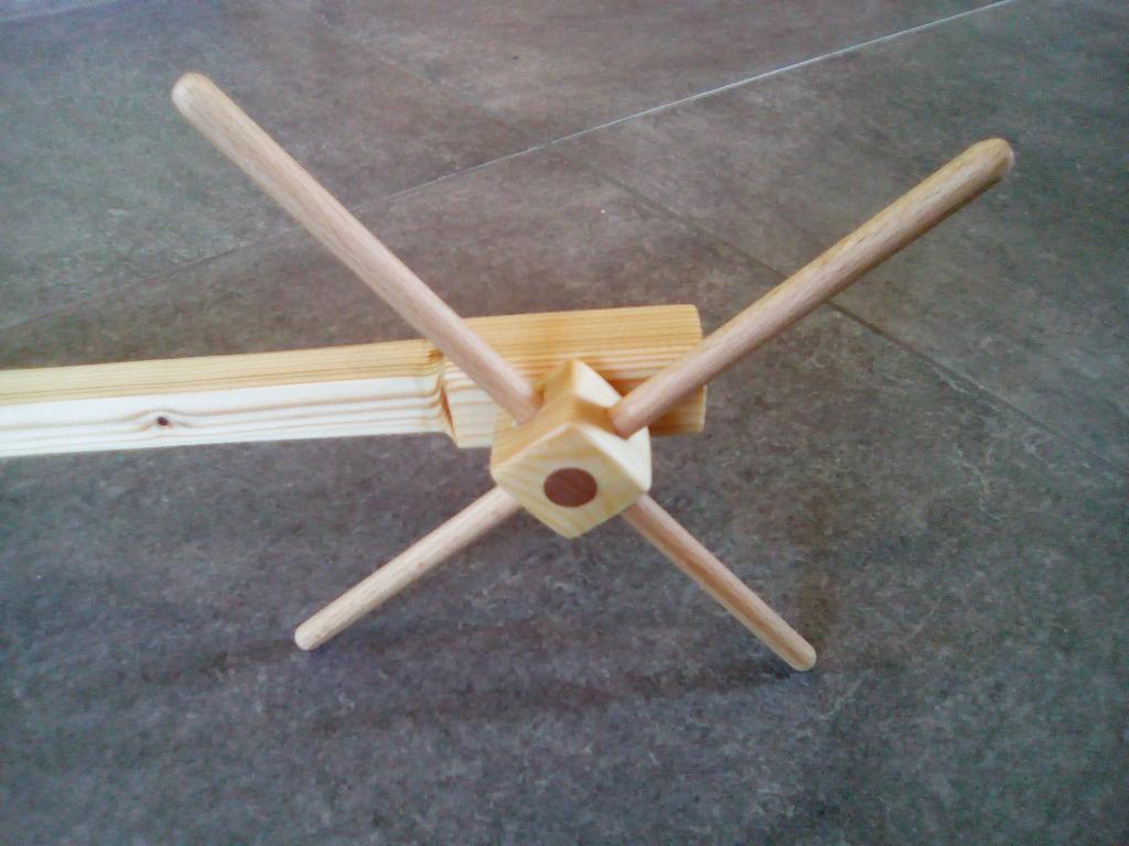 bras de support pour mobile de b b par schgreg sur l 39 air du bois. Black Bedroom Furniture Sets. Home Design Ideas