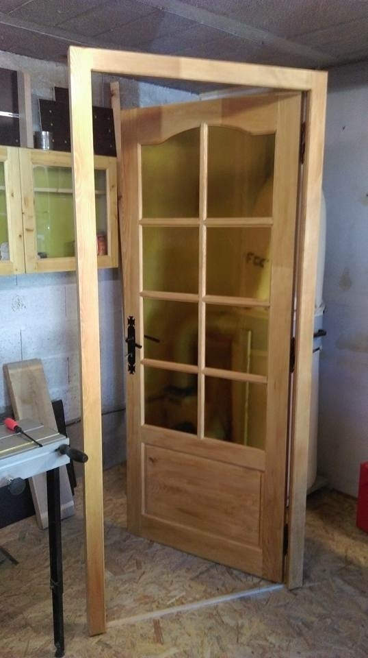 Fabrication d 39 une porte int rieur en pin par l 39 atelier for Fabricant porte interieur