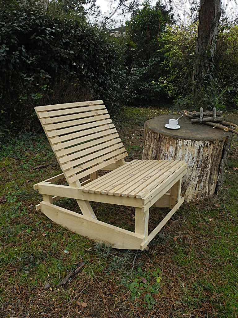fauteuil bascule d 39 ext rieur par peiot sur l 39 air du bois. Black Bedroom Furniture Sets. Home Design Ideas