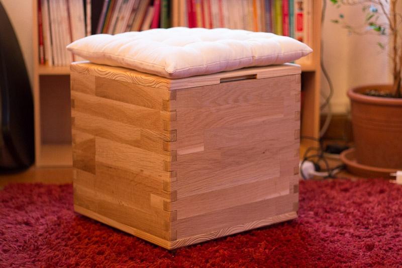 pouf coffre par gibetb sur l 39 air du bois. Black Bedroom Furniture Sets. Home Design Ideas