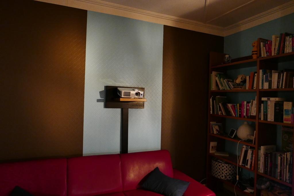 Etagere pour video projecteur par Thomas sur L'Air du Bois